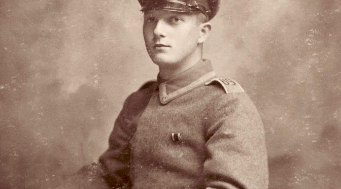 """2. maj 1918. """"En Meter fra mig ligger en Englænder fuldt paaklædt paa en Feltseng …"""""""