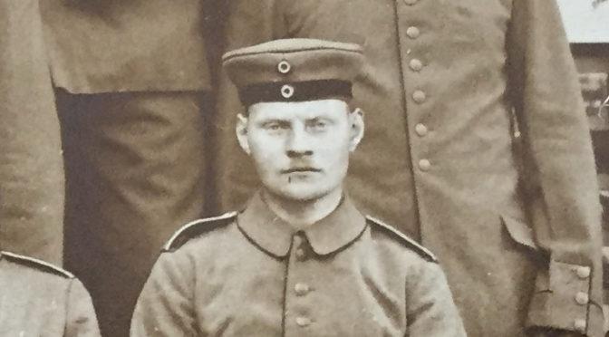 "29. september 1918 – Claus Juhl: ""Til højre kunne vi se de tyske granater hugge ned i højde med os"""