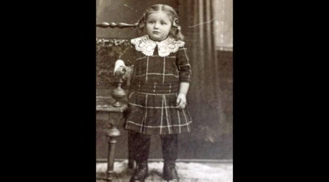 19. juli 1918. Flyvere tæt hen over lille Maries hus