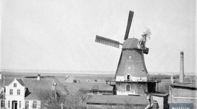 """24. december 1918. Hjemme i Højer: """"Mor ser ned ad gaden, kender mig ikke endnu, men hun venter og håber"""""""