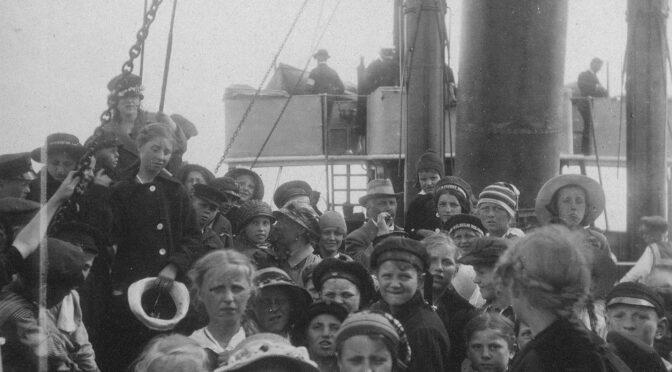 """4. september 1919. Fest i """"Borgerforeningen"""" for de hjemvendte feriebørn"""
