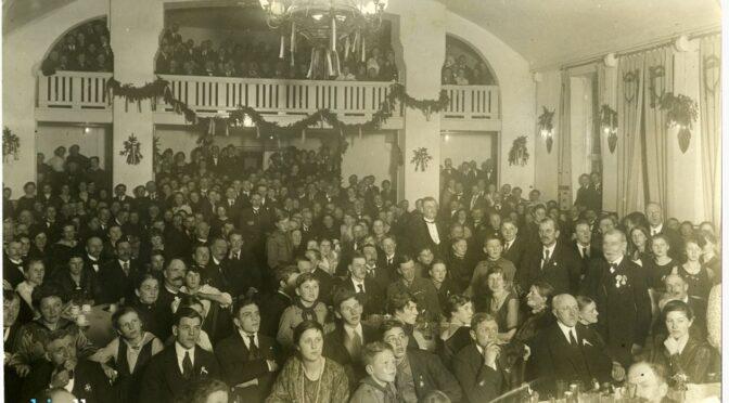 10. februar 1920. Peter Majland afgiver sin stemme på Danmark