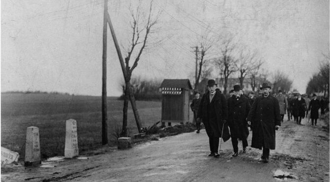 12. februar 1920. Filmklip: Danske embedsmænd ankommer til den gamle Kongeågrænse
