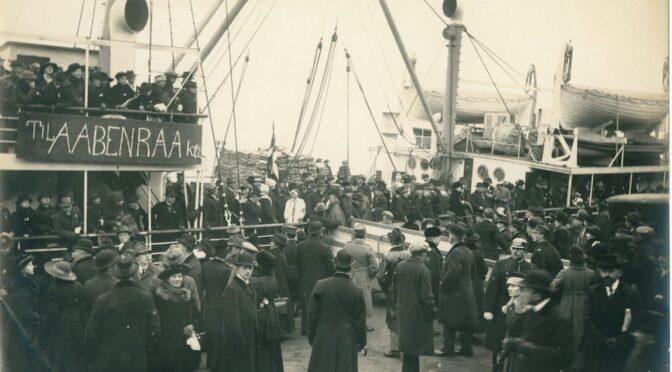 9. februar 1920. Togene er fyldt med stemmeberettigede på vej til Sønderjylland