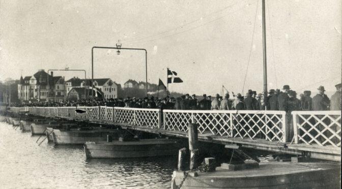 11. juli 1920. Tusindvis i procession over pontonbroen til Dybbøl