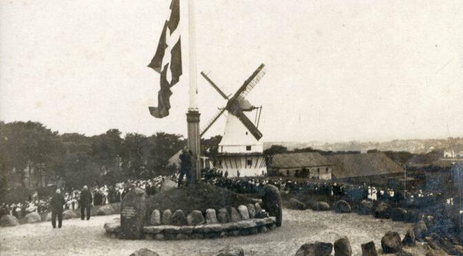 11. juli 1920. Tusinder samlet på Dybbøl – bare vejret holder!